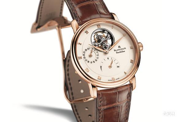 "/><br /> ● 皮质表带<br /> <br /> 不一只完美的手表可以缺少表带的衬托,一条做工精细、用料讲究的皮质表带往往是高级手表不可少的装备。<br /> <br /> <br /> <br /> 宝珀Villeret经典系列6025-3642-55B 鳄鱼皮表带<br /> <br /> ● 精钢表带<br /> <br /> 精钢表带,最常见的表带,简单实用,特别是夏天,建议给表换上钢链或橡胶表带。<br /> <br /> <br /> <br /> 宝格丽全新Diagono Scuba 精钢表带<br /> <br /> ● 帆布表带<br /> <br /> 专为潜水而生的""NATO表带""亦即北约军用表带,拥有轻盈速干的特质,因其双层表带的特殊构造——手表主体位置设有防滑落表扣而被广泛应用于军事实践中,即使表带拉扯,只要不经过表耳针局部,手表主体也不会滑落。此外,NATO表带轻薄耐用,在脏湿环境高仍能保持优良性能。<br /> <br /> <br /> 帝舵Heritage Chrono NATO表带<br /> <br /> ● 橡胶表带<br /> <br /> 在潜水表和运动手表上经常可以看到橡胶表带,这种材质的表带质地轻、易清洗,不怕汗水,如果你喜欢运动或夏天容易出汗,就不妨给表换上一条橡胶的表带。<br /> <br /> <br /> <br /> 劳力士游艇名仕型116655 橡胶表带<br /> <br /> ● 绢质表带<br /> <br /> 绢质表带是女性专属的表带材质,它质地柔软,绸缎外表又非常的漂亮,唯一的缺点就是不耐脏,戴的时候一定要小心哦~<br /> <br /> <br /> <br /> ,找专业云变现!全国免费效劳热线:400-6565-338<br /><p/> <p/>   </div>   <!-- /content -->   <div class="