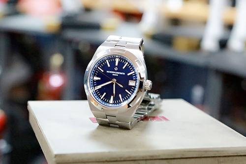 江诗丹顿纵横四海系列4500V/110A-B128腕表