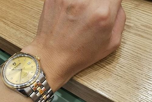 帝舵骏珏系列m55003-0006腕表回收